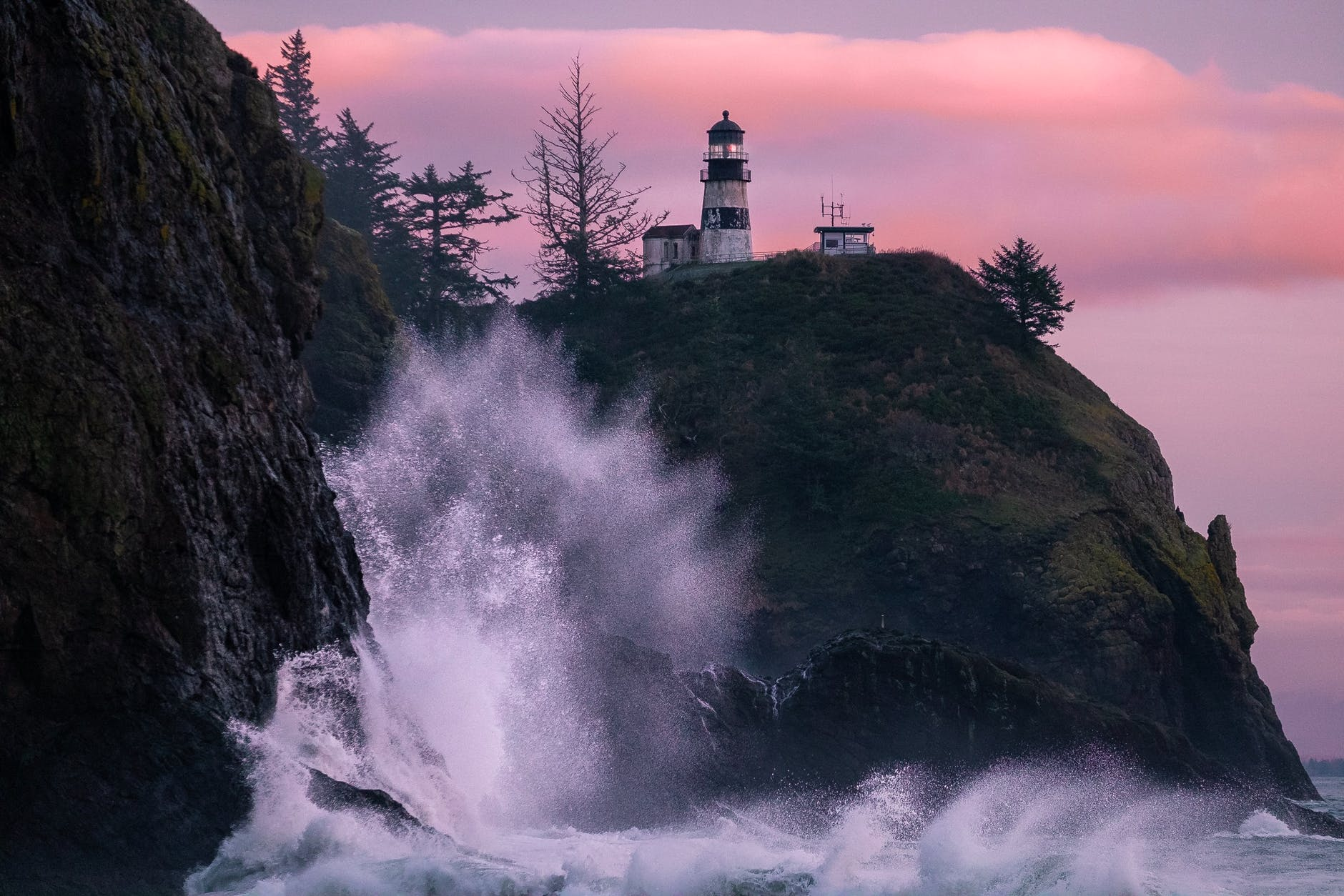 photo of a lighthouse near body of water