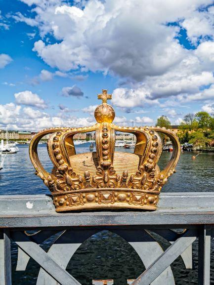 Crown - Photo by Mitya Ivanov on Unsplash