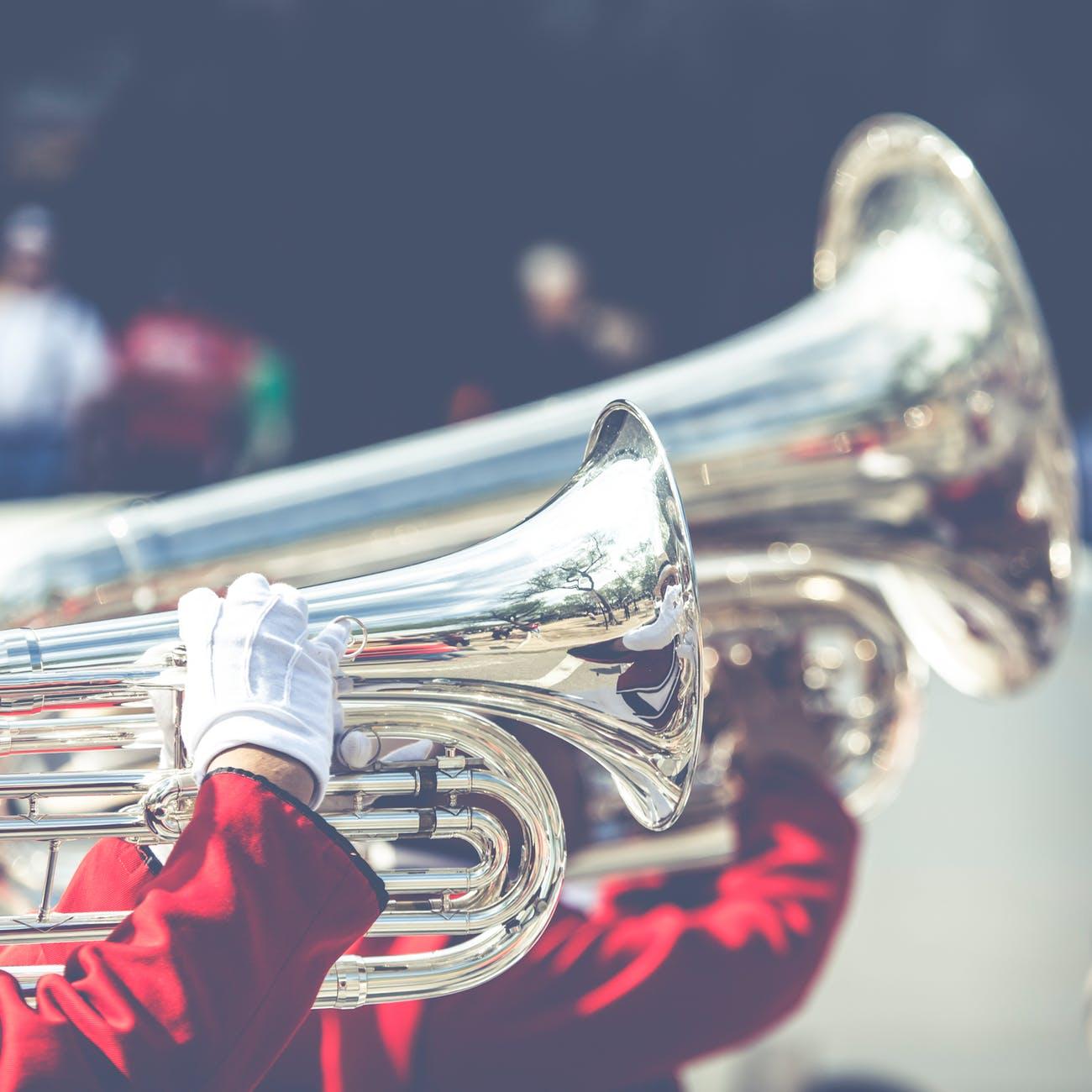 band blow blur brass